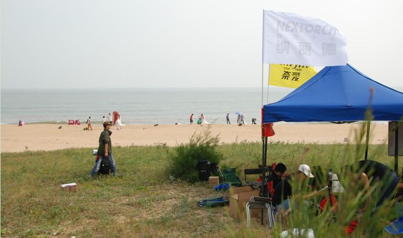金沙滩毗邻闸坡风景区,海水清澈,浪花清脆,沙滩洁白,是情侣拍摄婚纱照